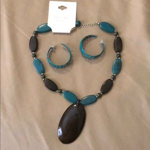 Jewelry - Turquoise necklace earring bundle